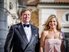 Koningspaar geniet met familie van vioolconcert