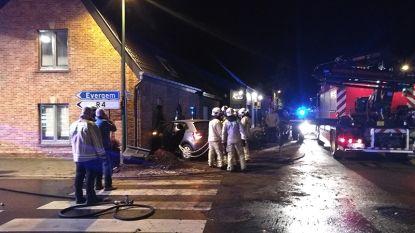 """Auto rijdt huis binnen in Evergem: """"Het voelde aan alsof een bom ontplofte"""""""