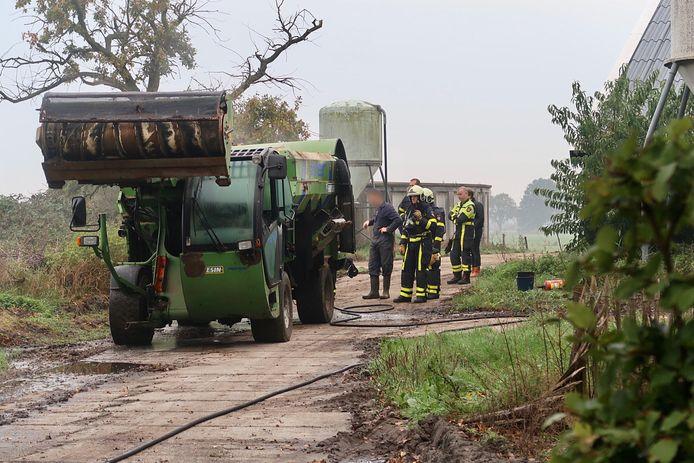De landbouwmachine vloog door onbekende oorzaak in brand
