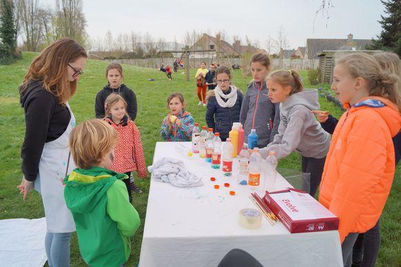 De buitenspeeldag op speelplein Zoeber, een samenwerking tussen het Huis van het Kind en het MMI van Kortemark, werd een succes.