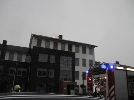 Brand in dak van appartementencomplex in Putten na blikseminslag