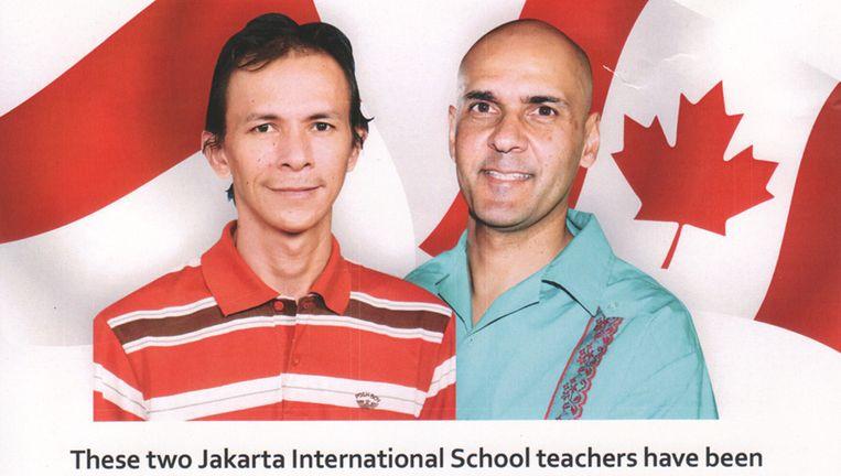 Pamfletten waarin voor de vrijlating van de twee verdachte leraren wordt gepleit Beeld -