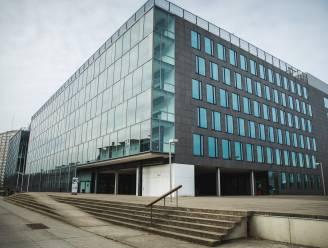 Man die wacht op voorleiding springt uit raam in rechtbank van Gent