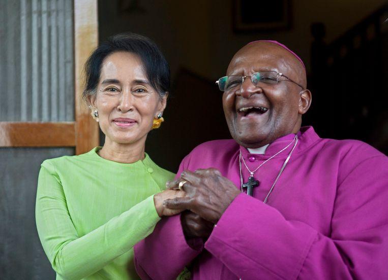 De twee Nobelprijswinnaars samen in 2013 Beeld EPA