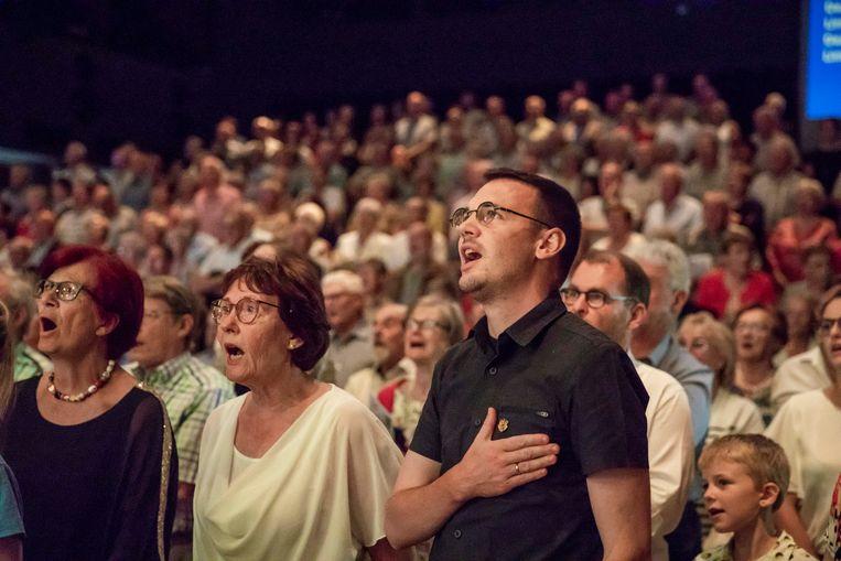 Op de meezingavond van Zin in Zang op 11 juli of het Feest van de Vlaamse Gemeenschap werd rechstaand het Limburgs volkslied en de Vlaamse Leeuw gezongen.