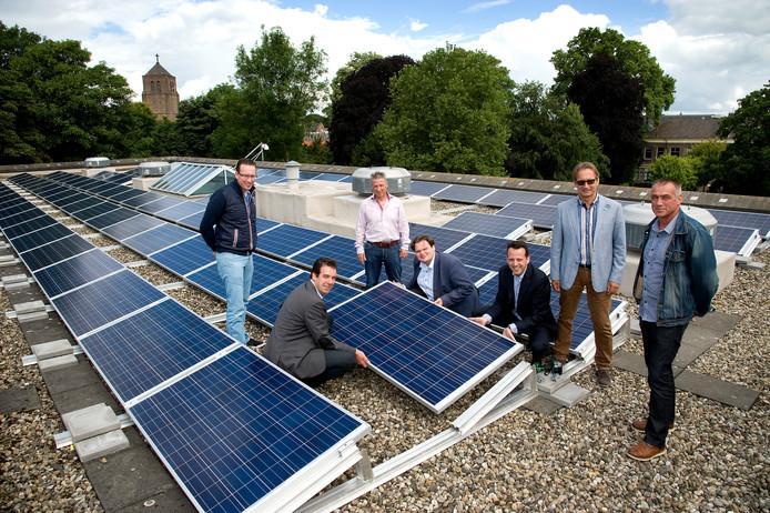 In 2017 werden zonnepanelen gelegd op het dak van het gemeentehuis