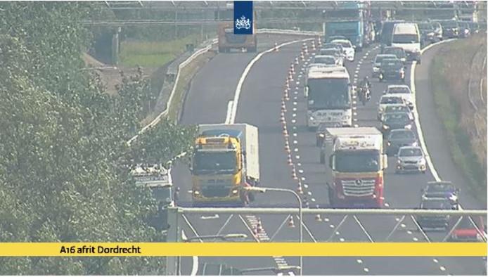 Ongeluk met twee vrachtwagens op A16 bij Dordrecht