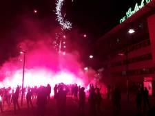 Supporters FC Twente trappen seizoen af met flinke vuurwerkshow