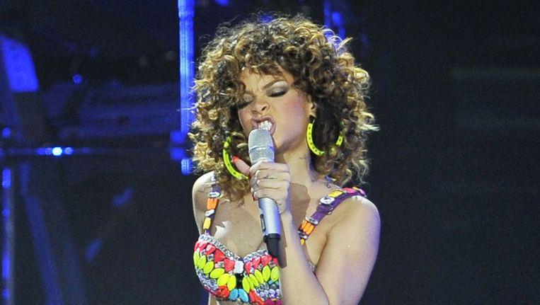 Rihanna tijdens een concert in Londen. Beeld null