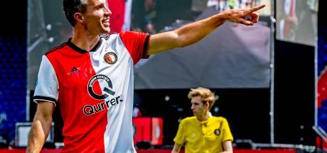Van Persie: Geef jonge spelers de tijd, veroordeel ze niet