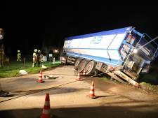 Vrachtwagen met aardappels dreigt te kantelen in Meteren