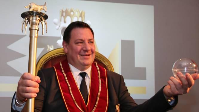 Koning Ezel David blijft twee jaar langer Koning: 'We gunnen hem een échte ambtstermijn'