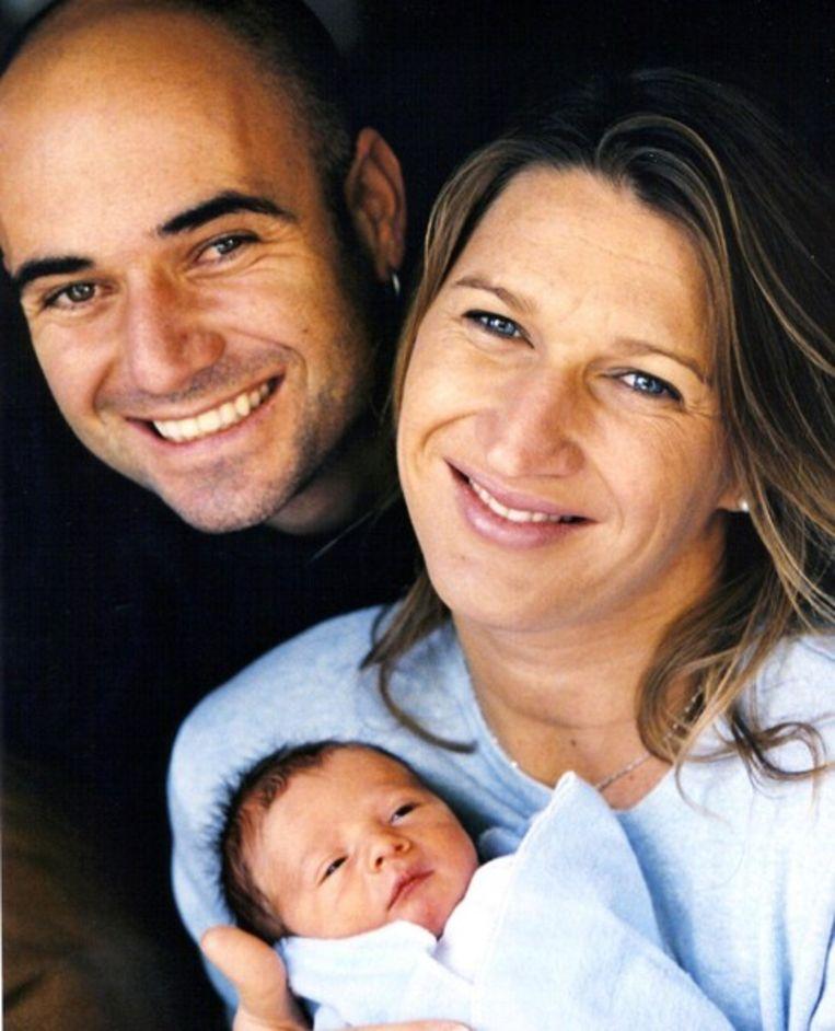 De tennisgrootheden André Agassi en Steffi Graf met hun kind Beeld Judith Baas