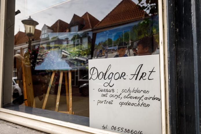 Dolgor Dugarova exposeert in de Hoogstraat en zou daar ook cursussen willen geven.