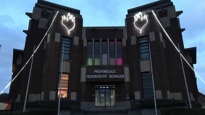 PTS Boom hangt warme lichtdecoratie buiten