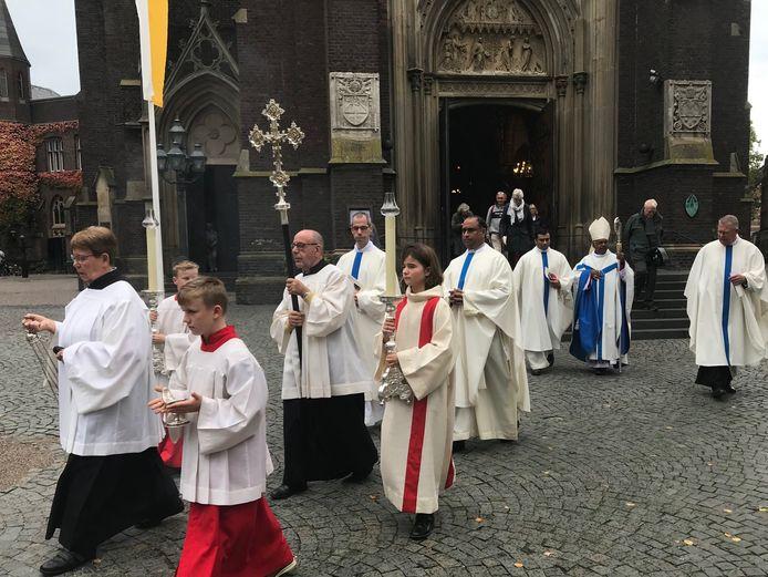 Misdienaars van de parochie Edith Stein assisteerden vorig jaar bij de viering in de basiliek van Kevelaer.