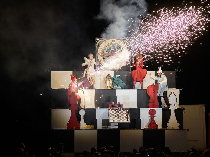 Theater Titanick brengt spektakel op de Beestenmarkt.