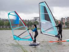 Plons! Windsurfen op de Binnenschelde is uitdagend: 'Ik ben er niet al te goed in, hè?'