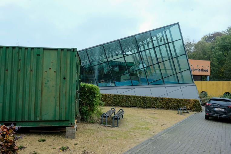Eén van de containers werd alvast aan het Begijntjesbad geplaatst.
