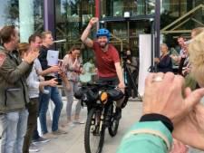Oud-leukemiepatiënt fietst 10.000 kilometer naar India voor Prinses Màxima Centrum
