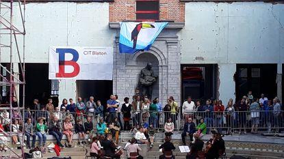 5.500 bezoekers verwelkomen gerestaureerde beeld 'De Redder' in oude zwemdok