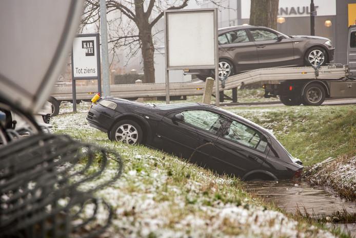Auto Rolt Het Water In Bij Karwei Mijdrecht Woerden Adnl