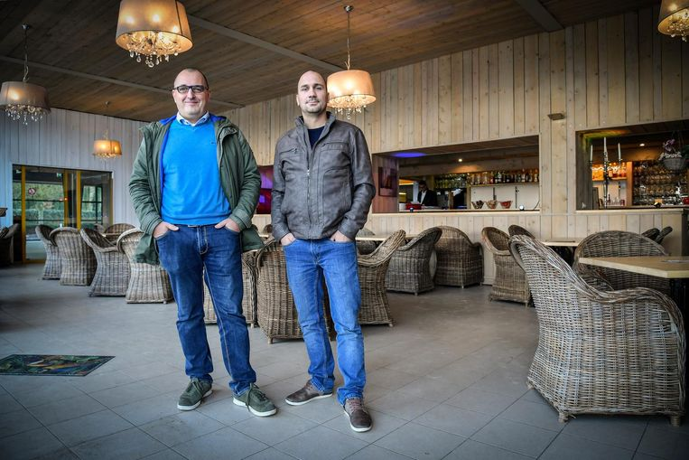 Stijn Lambrecht en Joeri Walraed in de cafetaria aan Nieuwdonk.