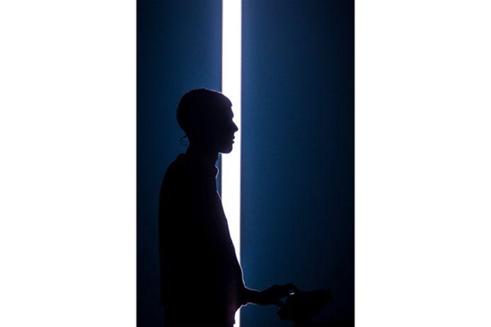 Een voorbeeldfoto van Stromae door Joost Van Hoey.