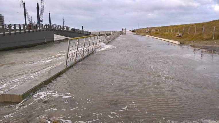 Het water liep over de dijken in Nieuwpoort.