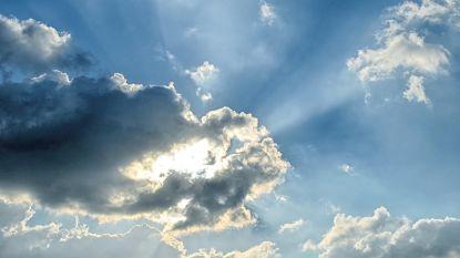Nieuwe week start bewolkt met nog wat kans op regen, maar opklaringen drukken door en temperatuur gaat in stijgende lijn