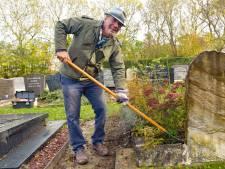 Oud-dierenarts Geert onderhoudt nu graven: 'Af en toe denk ik: o ja, die ken ik!'
