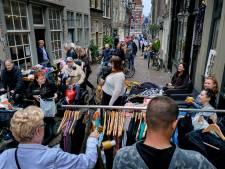 Vintage scoren op de stoep van bewoners tijdens Rommelroute in Dordrecht