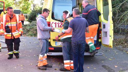 Arbeider Groen gewond tijdens wegbranden onkruid