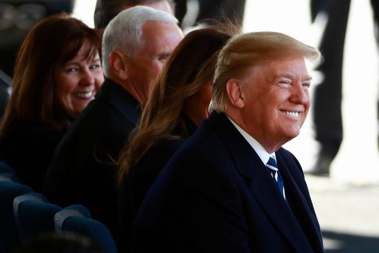 Donald Trump op de begrafenis in het gezelschap van first lady Melania, vicepresident Mike Pence en diens vrouw Karen.