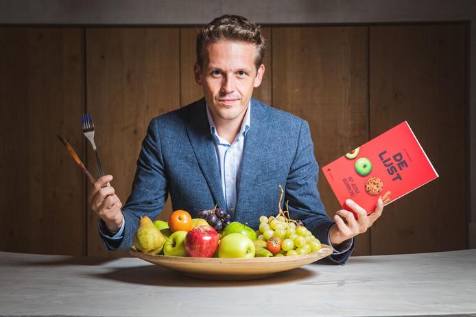 Servaas Bingé met zijn bestseller.