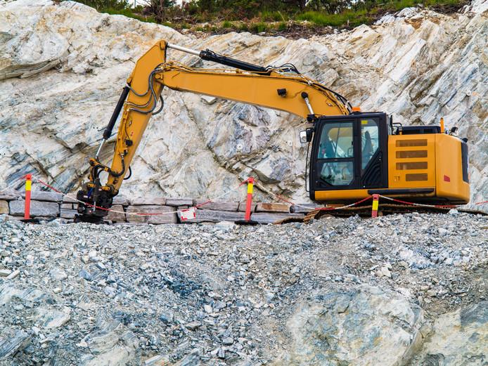 Het steenmeel van vulkanisch gesteente gewonnen in Noorwegen wordt bij wijze van proef ingezet tegen de verzuring van de grond van de Sallandse Heuvelrug.