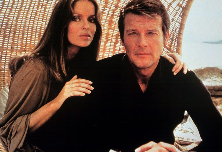 Barbara Bach en Roger Moore in 'The Spy Who Loved Me'