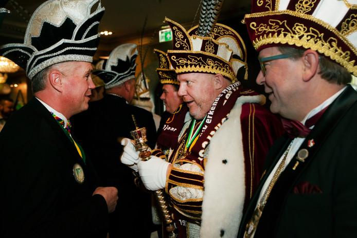 Leden van carnavalsvereniging Les Boutonniers uit Montfoort. In het midden: Stadsprins André le Chef de Mission. (Archieffoto).