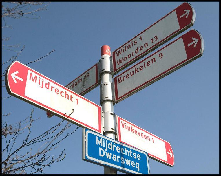 De letters op de fietsbordjes in Nederland zijn van Gerard Unger Beeld Jiri Buller