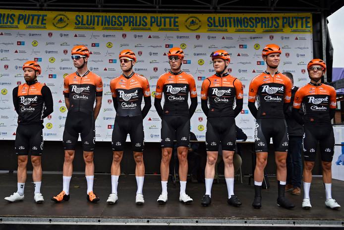 Team Roompot voorafgaand aan de laatste wedstrijd voor de ploeg, vorige week dinsdag in de sluitingsprijs Putte-Kapellen.