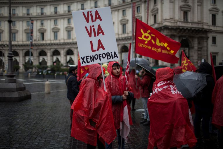 Protest in Rome tegen racisme, fascisme en xenofobie. Aanleiding was de beschieting van migranten door een neonazi, eerder deze maand. Beeld NurPhoto via Getty Images
