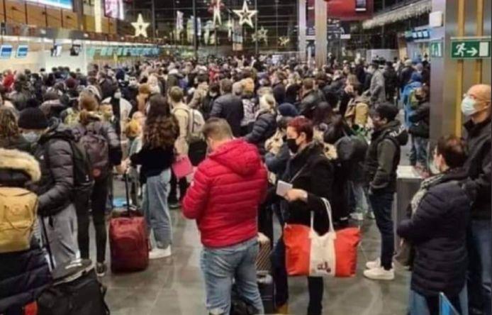 Cette photo prise à l'aéroport de Charleroi fait froncer des sourcils certains citoyens.