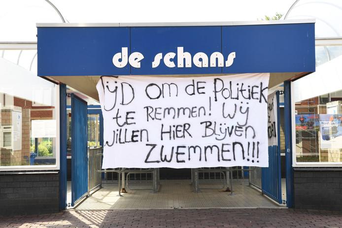 Protestspandoeken zwembad de Schans