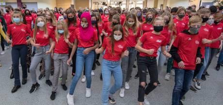Leerlingen van het Goese Lyceum dansen de Jerusalema Challenge: 'het is vakantie!'