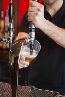 Schrap de loktiener en laat iedereen ID-bewijs tonen voor een biertje
