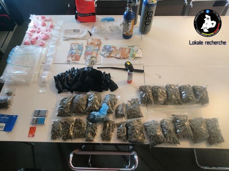 De aanzienlijke hoeveelheid drugs die in beslag werd genomen.