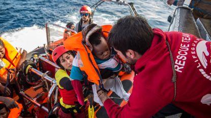 Meer dan 300 migranten gered op Middellandse Zee, ook baby van amper enkele dagen oud