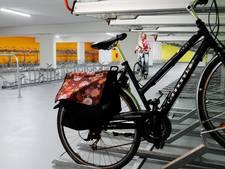 Nieuw kleurtje voor fietskelder onder Willem Wilminkplein in Enschede