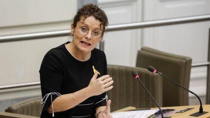 """Minister Peeters: De Lijn moet """"polariserende"""" reclamecampagnes zoals 'Melk is Dodelijk' voortaan vermijden"""