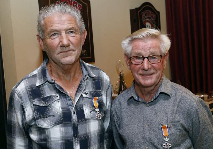 Cor van der Burgt (69) en Ad Spierings (75) hebben beide een koninklijke onderscheiding ontvangen.